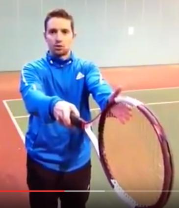 Prises au tennis service bras tendu
