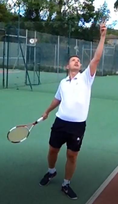 Conseil tennis lancer de balle éducatif 2
