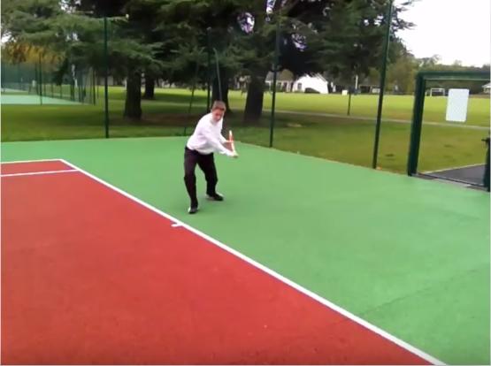 Revers tennis exercice régularité dégagement