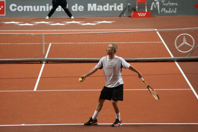 comment servir au tennis appuis