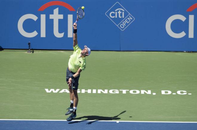 le service au tennis