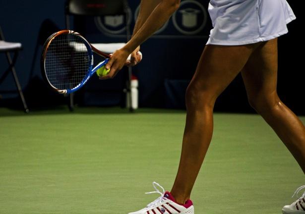 service puissant tennis